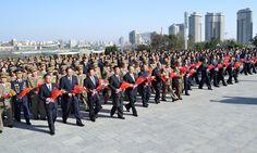 위대한 수령 김일성동지와 위대한 령도자 김정일동지의 동상에 태양절경축행사대표들 꽃바구니 진정