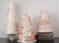 Amazing 3 pink #wedding cakes! The white peacock in the middle is stunning!