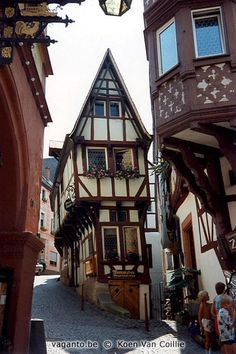 Germany The Spitzhäuschen (the Pointed House) in Bernkastel-Kues. 600 year old wine bar.