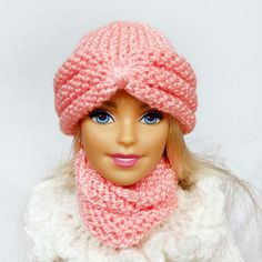 Barbie clothes hat and scarf warm winter wear WWE doll accessories set knitted beanie snood bjd fashion royalty poppy parker beret cold Winter Knitting Patterns, Barbie Knitting Patterns, Knitting Dolls Clothes, Barbie Clothes Patterns, Doll Clothes Barbie, Doll Dress Patterns, Crochet Doll Clothes, Knitting For Kids, Knitted Dolls