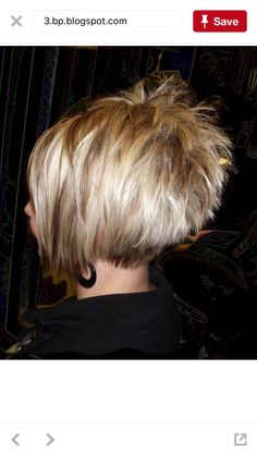 #WomenHairHighlightsStackedBobs Funky Short Hair, Short Hair With Layers, Cute Hairstyles For Short Hair, Short Hair Cuts For Women, Hairstyles Haircuts, Pretty Hairstyles, Short Hair Styles, Razor Cut Hair, Stacked Haircuts