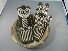 Welcome to my first pattern! This is a warm mitten sized for small children with a slit to slip out little fingers. I'm sure corrections and new variations will be included as more folks knit it.