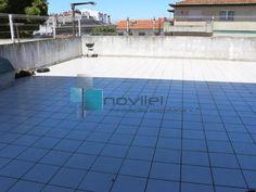 T3 c/ terraço de 100m2 ao nível do 1ºandar, sala com lareira e varanda, cozinha c/ despensa e electrodomésticos, garagem fechada na cave c/ 20m2 e arrecadação no sótão. Aceita permuta por moradia na zona de Leiria. Venha visitar e deixe a sua proposta. Para Venda! Ref: 2110  #imoveis #novilei #apartamento #t3 #leiria #venda #realestate #apartment #portugal