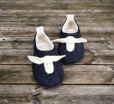 FELTED SLIPPERS BLACK SHEEP pamana.lv