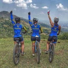 Women in tights... Women on bikes... — Mountain bike girls team at the top
