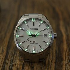"""""""Sharp closeup lumeshot of the Grand Seiko Spring Drive! Best Watches For Men, Amazing Watches, Luxury Watches For Men, Cool Watches, Men's Watches, Fashion Watches, Breitling Watches, Expensive Watches, Stylish Watches"""