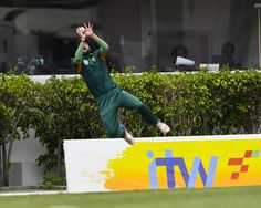 """West Indies Vs South Africa : """"Player in the Air"""" - Parnell dropped bravo."""