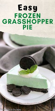 Frozen Grasshopper Pie with an Oreo crust - Mint lovers will swoon with every bite of this frozen dessert! Plus it's super easy to make and incredibly delicious! Köstliche Desserts, Homemade Desserts, Frozen Desserts, Delicious Desserts, Dessert Recipes, Frozen Treats, Awesome Desserts, Grasshopper Pie, Chicke Recipes
