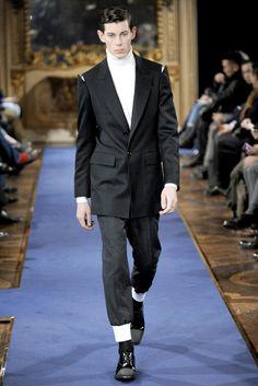 Alexander McQueen Fall 2011 Menswear Fashion Show