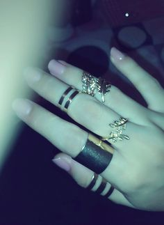 Image discovered by douaa ladaycia. Find images and videos about hands, nail and rings on We Heart It - the app to get lost in what you love. Girl Hand Pic, Girls Hand, Cute Girl Poses, Cute Girl Photo, Beautiful Girl Photo, Beautiful Hands, Hand Pictures, Girly Pictures, Hand Pics