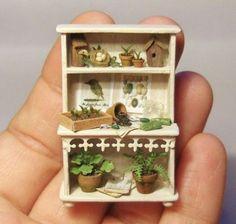 Quarter scale garden hutch by signea on Etsy Miniature Plants, Miniature Rooms, Miniature Fairy Gardens, Miniature Furniture, Minis, Diy Dollhouse, Dollhouse Miniatures, Fairy Furniture, Miniture Things