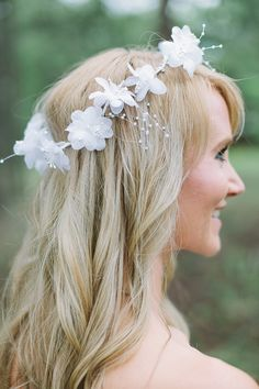 wedding hair and diy floral crown #diy #weddinghair #weddingchicks http://www.weddingchicks.com/2014/02/20/casual-elegance-wedding-for-under-7k/