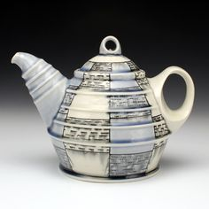 Doug Peltzman - Ceramic Artists Now I really like the knob and handle, the spout is okay too; it certainly goes well with the body's form. Pottery Teapots, Ceramic Teapots, Porcelain Ceramics, China Porcelain, Ceramic Pottery, Chocolate Pots, Chocolate Coffee, Ceramic Store, Red Lodge