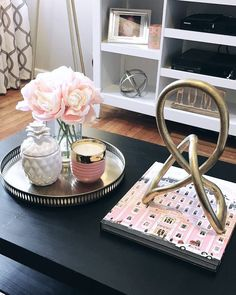 New decor bedroom small coffee tables ideas Kmart Coffee Table, Coffee Table Styling, Rustic Coffee Tables, Decorating Coffee Tables, Small Condo Decorating, Interior Decorating, Tray Decor, Decoration Table, Table Decor Living Room