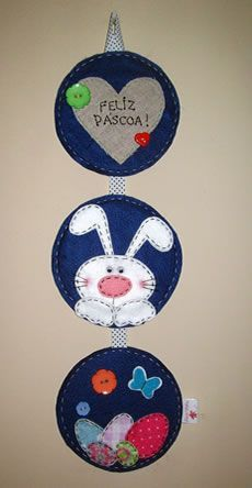ENFEITE DE PÁSCOA COM CD USADO E FELTRO Crafts With Cds, Cd Crafts, Diy Crafts Videos, Easter Crafts, Felt Crafts, Diy And Crafts, Hoppy Easter, Easter Bunny, Cd Recycle
