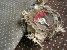 Madness and mess.shred & tear is my kind of flower. Cloth Flowers, Lace Flowers, Fabric Flowers, Textile Jewelry, Fabric Jewelry, Fabric Flower Brooch, Fibre And Fabric, Fabric Journals, Fabric Scraps