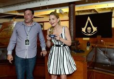 Jennifer Morrison playing Assassin's Creed... @Monica Forghani Villegas  ... another reason to like ouat :)