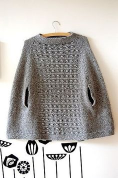 Ravelry: munkjuhl's E l l a P o n c h o from the design 'Ella poncho' by Lene Holme Samsøe knit in a super bulky yarn How To Purl Knit, Knitted Poncho, Knit Patterns, Poncho Knitting Patterns, Crochet Clothes, Pulls, Knitting Projects, Ravelry, Hand Knitting