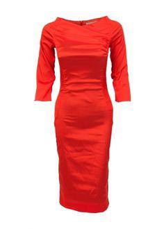 Mit Burkina ist ein atemberaubender Auftritt garantiert. Das figurbetonte Stretchkleid aus glänzendem Wildseide-Mix besticht mit tollen Raffungen,dreiviertel -Arm und natürlich dem unwiderstehlichen Koralle-Rot. Unregelmäßigkeiten im Material sind ein Zeichen von Qualität und wurden als besonderes Design-Element eingesetzt.  Material: 40 % Seide, 31% Polyester, 22 % Polyamid, 7 % Elastan