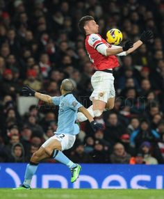 Arsenal 0 Man City 2 in Jan 2013 at the Emirates Stadium. Olivier Giroud gets up real high for Arsenal Arsenal Football, Sport Football, Arsenal Fc, Manchester City, Giroud Arsenal, Arsenal Pictures, Match Of The Day, Sports Celebrities, English Premier League