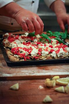pizza making in Italy Focaccia Pizza, Pizza Pastry, Pizza Express, Salty Foods, Salty Cake, Eat Pizza, Pavlova, Vegetable Pizza, Food Photography