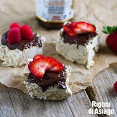 Celebrate Better Breakfast Month with these delicious Oatmeal Bars that can be prepared in 10 minutes flat. Then top with Nocciolata and fruit for the perfect, easy back-to-school breakfast!