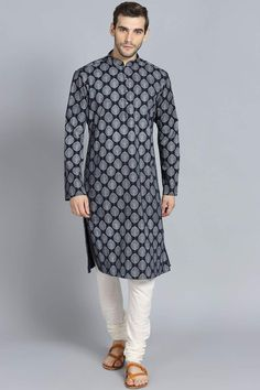 Traditional Clothes Of India : Complete Guide   Travel and Culture Women's Ethnic Fashion, Indian Men Fashion, Mens Fashion Suits, India Fashion, Mens Traditional Wear, Traditional Clothes, Chen, Pilot, Kurta Men