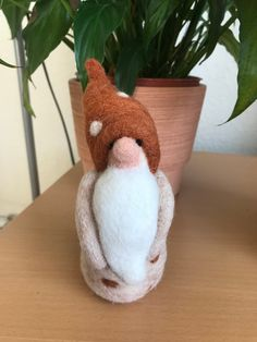 Needle Felted Cute Little Gnome. Wool Needle Felting, Needle Felted Animals, Felt Animals, Felting Tutorials, Soft Sculpture, Gnomes, Fiber Art, Traveling By Yourself, Pocket