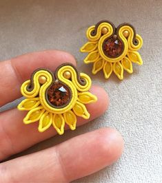 Lace Earrings, Soutache Earrings, Polymer Clay Charms, Polymer Clay Jewelry, Handmade Necklaces, Handmade Jewelry, Button Flowers, Jewelry Making Tutorials, Button Crafts