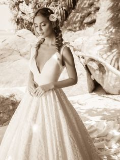 Νυφικα 2019 #ρομαντικα νυφικα #νυφικα με εντυπωσιακη πλατη #γοργονε νυφικα #νυφικα με δαντέλα #νυφικα αερινα #νυφικα σε ίσια γραμμή #crop top νυφικα #www.istoriesgamou.gr