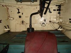 The T-34 model 1941/42 interior. The floor where the commander stands is made of ammunition cases. The finishes and equipment were limited to the bare minimum.