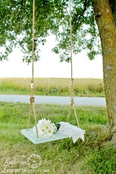 I love this old fashion wooden swing.