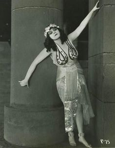 "Theda Bara in ""Cleopatra"""