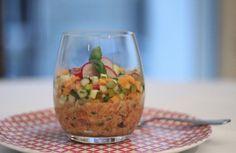 Tartare de salmão, receita clássica e original da culinária francesa que aprendi no Joël Robuchon e na Ferrandi, restaurante e escola onde estudei em Paris.