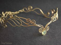 Tiara élfica, calcedonia tiara, tiara de latón, elfos diadema, tiara de alambre envuelto