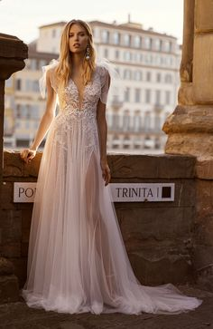 Dive into the summer wedding charm in magnificent Florence Fashion Project, Bridal Collection, Summer Wedding, Bridal Dresses, Fashion Photography, Bride, Elegant, Florence, Model