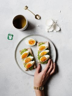 Tea & Avocado/Egg Crackers // Food Diary | www.88food.nl