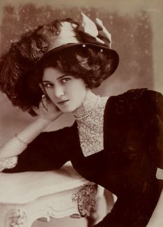 Beautiful lady, early 20th century