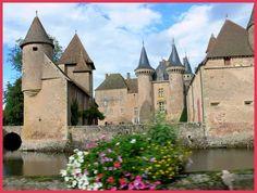 Route de Charolles; La Clayette, Saône-et-Loire, Bourgogne, France métropolitaine,
