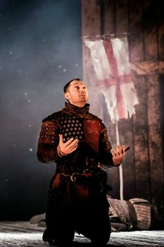 2013 - Jude Law as 'Henry V' at the Noel Coward theatre Brush Up Your Shakespeare, Shakespeare Plays, Theatre Plays, Cinema Theatre, Theater, Jude Law, Flint Black Sails, Elizabethan Theatre, Female Knight