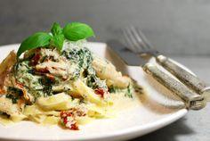 Krämig pasta med kyckling, spenat & soltorkade tomater