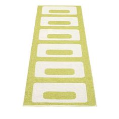 Owen rug in the color lime has a stylish pattern that is suitable in most rooms. A stylish woven plastic rug from the Swedish company Pappelina.