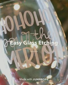 Discover how to Easy Glass Etching in 12 steps bottle crafts videos Easy Glass Etching Glass Jars, Mason Jars, Etched Glass, Glass Bottle, Glass Etching Stencils, Diy Glass Etching, Glass Etching Designs, Glass Engraving, Wood Engraving