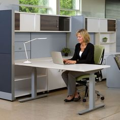 """Quincy 30""""x60"""" Height Adjustable Table- White"""