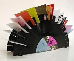 How to Recycle: Recycled Vinyl Record Crafts. Many old record crafts here. Vinyl Diy, Diy Vinyl Projects, Craft Projects, Dremel, Cool Business Cards, Business Card Holders, Creative Business, Lps, Vinyl Record Crafts