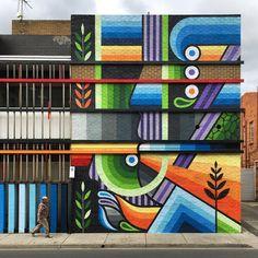 Murals Street Art, Street Art Graffiti, Sidewalk Chalk Art, Sidewalk Ideas, School Murals, Mural Wall Art, Installation Art, Art Installations, Geometric Art