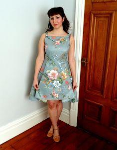 A Stitching Odyssey: By Hand London's Flora Dress - witzig: die Blumen am Halsausschnitt sind wirken wie eine Kette