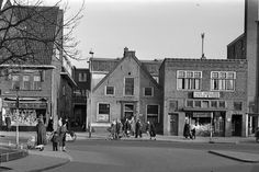 Groest ca. 1950  Hoek Stationstraat -Marktterrein links op hoek fa. Jan van Rossum commestibles