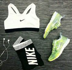 Black & White Workout Outfit + Lime Green Sneakers