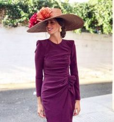 Short sleeves on the dress and would be perfect for the Derby! Race Day Fashion, Royal Fashion, Mode Style, Skirt Outfits, Passion For Fashion, Marie, Evening Dresses, Party Dress, Dress Up